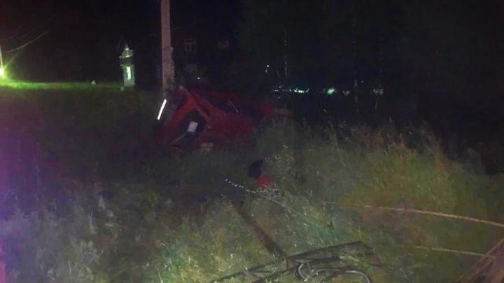 Водитель американского автомобиля погиб при столкновении с ЛЭП под Новосибирском