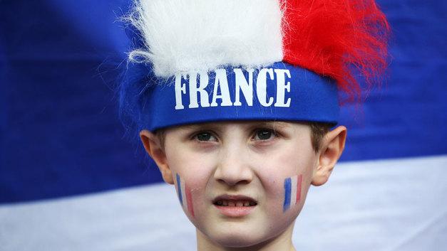 Французских детей научат сексу педофилы и мигранты