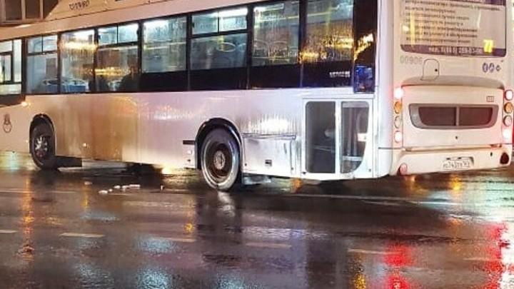 В центре Ростова-на-Дону автобус сбил 78-летнюю пенсионерку