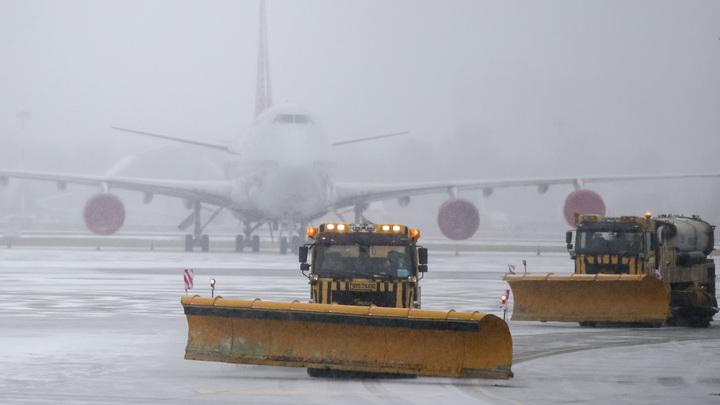 Осторожно, двери закрываются: После падения из самолета стюардесса оказалась в больнице