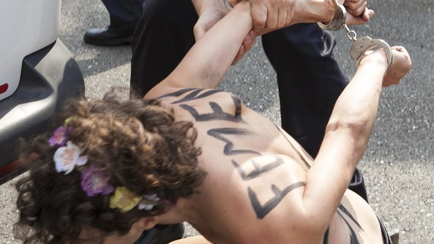 Femen решили сорвать праздничную службу в Ватикане