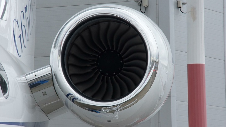 Пилот из Калининграда исполнил желание смертельно больного 8-летнего мальчика