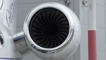 В трех аэропортах России неизвестные сообщили о минировании