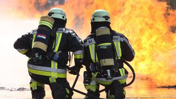 Под Екатеринбургом загорелись площади завода изоляционных материалов
