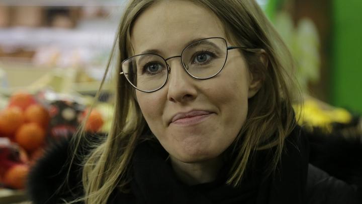 Ксения Собчак устроила одиночный пикет возле здания Госдумы