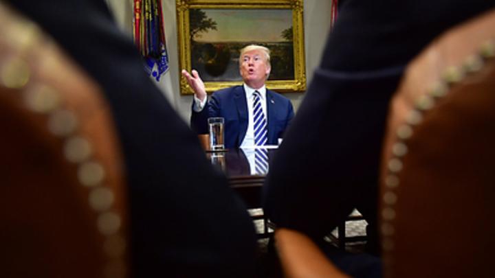 А вас, Трамп, я попрошу ответить - Мюллер придумал, что спросить у президента про русский след