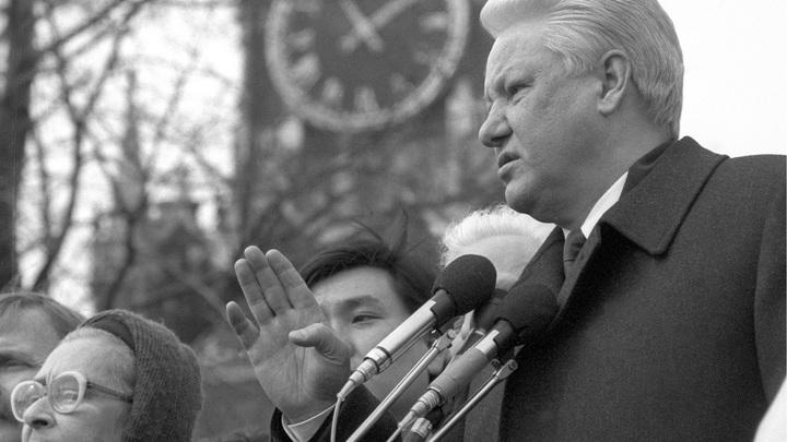 Волосы дыбом от того, что происходило: Соратник Ельцина о циничном грабеже 90-х