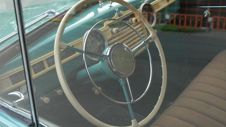 Раритетный «Москвич» продается на Avito по цене Mercedes-Benz