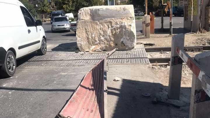 Свалившаяся с грузовика глыба перекрыла ж/д пути из Еревана