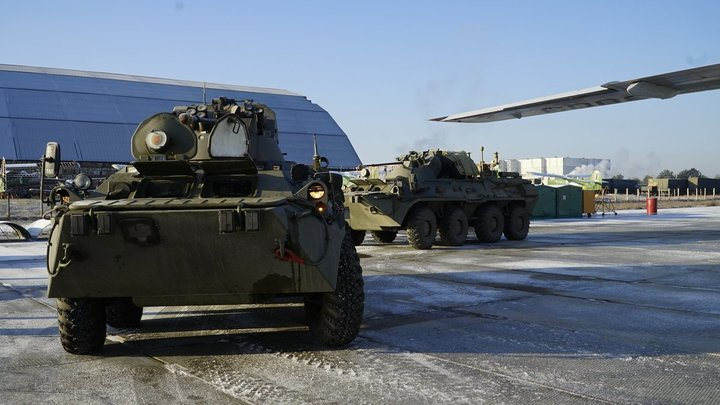 Десятки тонн боеприпасов перевезли в Карабах через дружественную России страну - источник
