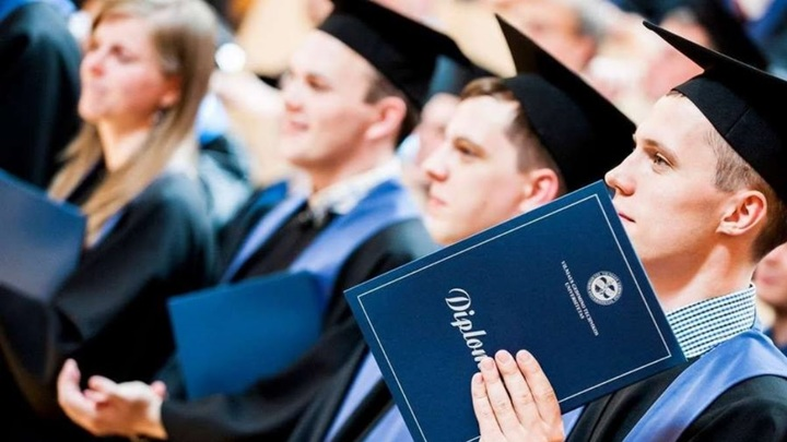 Страна бывших умников и умниц. Почему дипломы вышли из моды