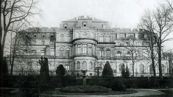 «Новый дворец» (Neues Palas, 1865) почти полностью разрушен во время воздушного налета британских войск 12 сентября 1944 года. Руины дворца окончательно были снесены в 1955 году.  Фото предоставлено Евгением Криницыным