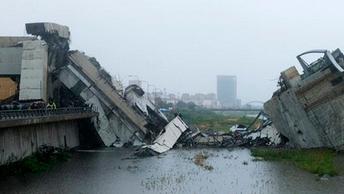 Момент обрушения моста в Генуе
