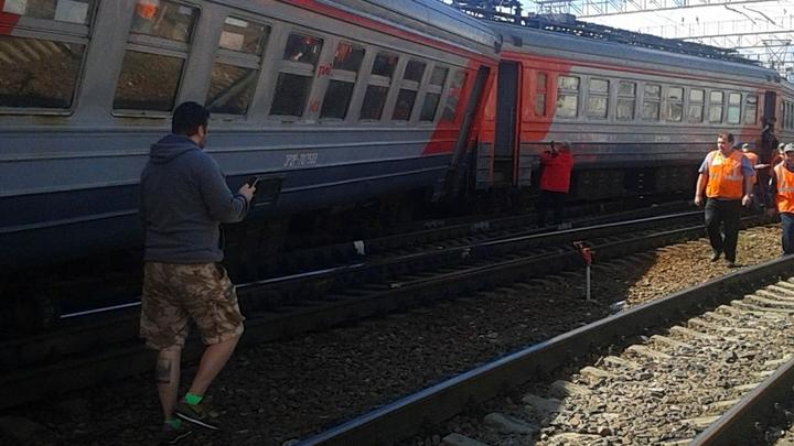 Около 100 поездов задержано из-за столкновения составов в Москве