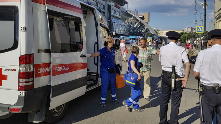 Молодые люди ранены: Убивший 11 лет назад напал с ножом на Курском вокзале