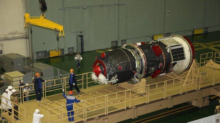 Очередной Союз перед запуском на орбиту проверили на наличие дырок