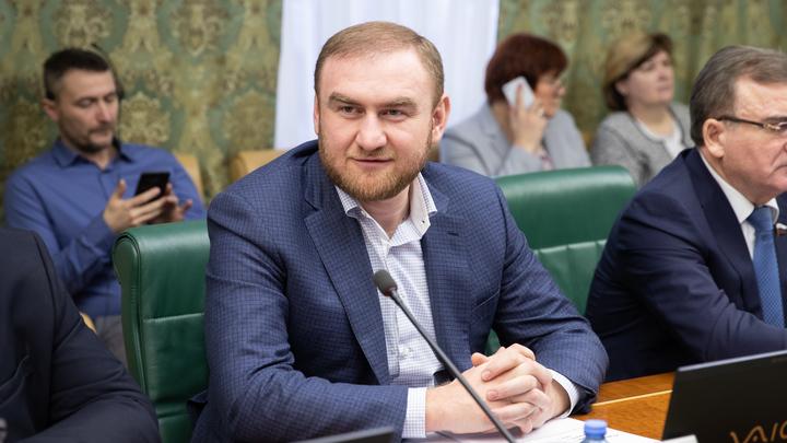 Получит теперь вид на жительство в солнечной Колыме: В Сети предположили, куда ещё занесёт судьба сенатора Арашукова