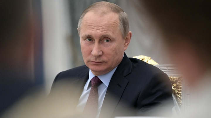 Отдельный бокал на отдельном подносе: В Сети обсуждают особую сервировку для Путина на встрече с учеными - видео