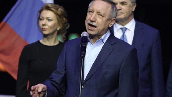 В реакции Кремля не нуждается: Выход чиновников на уборку снега в Петербурге оставили на совести Беглова