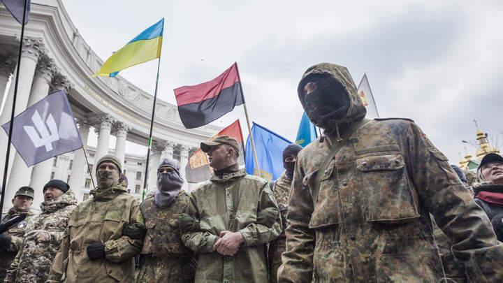 Бандера, вставай!: В Киеве радикалы подсветили здание МВД провокационным лозунгом