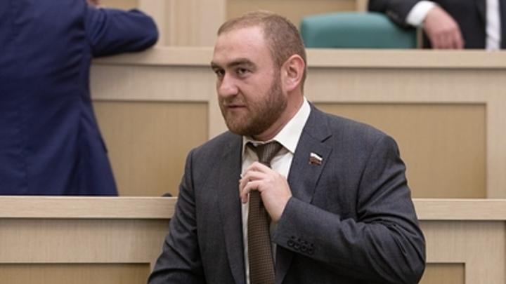 Жители России считают аресты чиновников признаком разложения власти