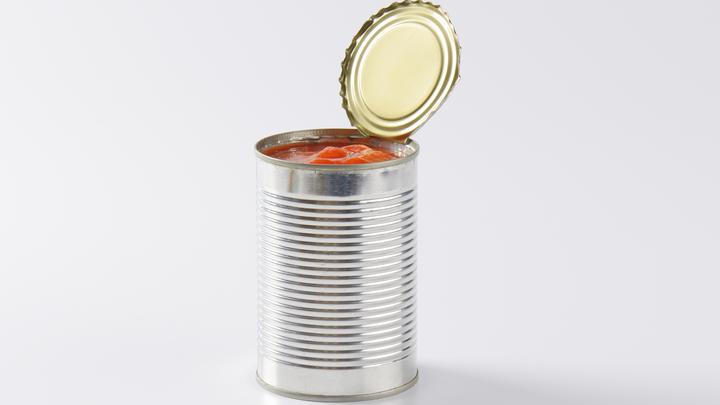 Просроченные консервы, посуда за свой счёт: Стало известно о проблемах с питанием в ВСУ