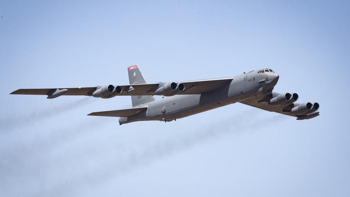 После заявления США о превентивном ядерном ударе бомбардировщик B-52 приблизился к границе России