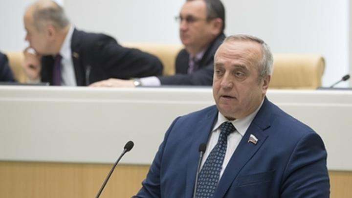 Российский сенатор Клинцевич записал соратников по партии в лучшие люди страны. И получил шквал критики