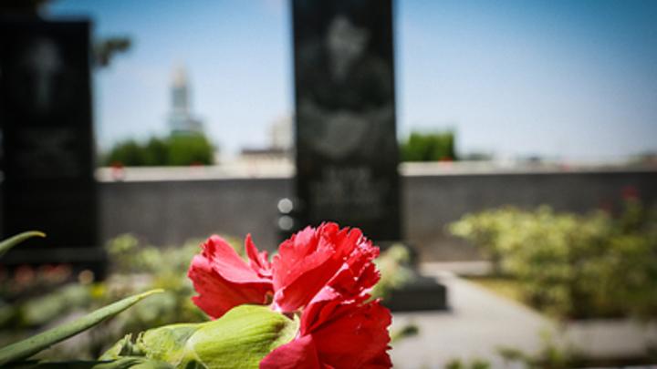 Неизвестные устроили провокацию с бомбой на могиле Героя России под Москвой - фото