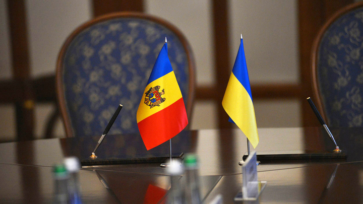 Киев припугнул Кишинев российским сценарием и внешним вмешательством