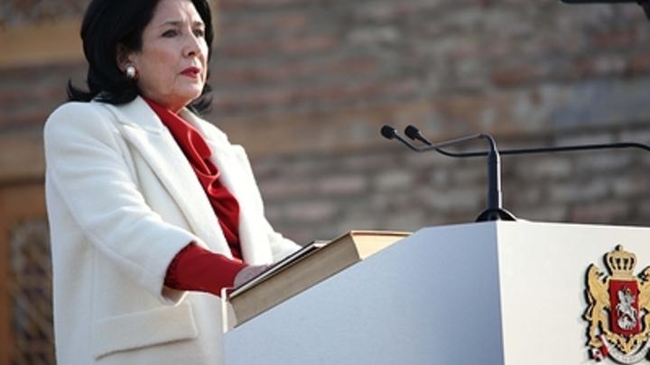 Президент Грузии стала посмешищем в Сети за обвинения против России: Логичность ее умозаключения прямо бросается в глаза