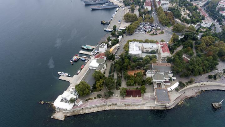 Приговор Зеленскому: Крым оказался туристическим раем для украинцев, а не военной базой