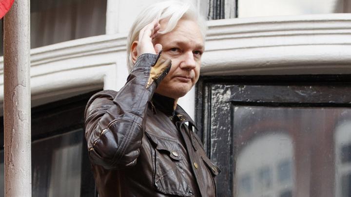 Я сама к нему в посольство ходила и что-то ему носила: Симоньян высмеяла бомбу CNN о русском вмешательстве Ассанжа