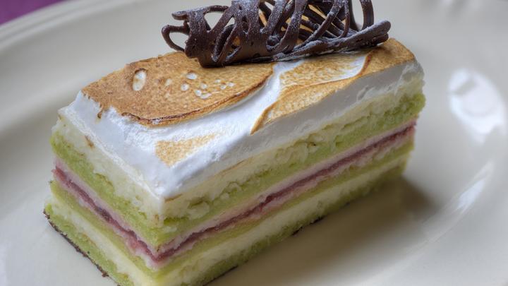 Конфеты, пирожные и торты станут дороже: Эксперты предупреждают о росте цен на сладости - СМИ