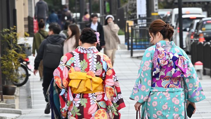 Девушкам - шопинг, пенсионерам - музеи: В Японии придумали экскурсию по России. Но только по одному региону