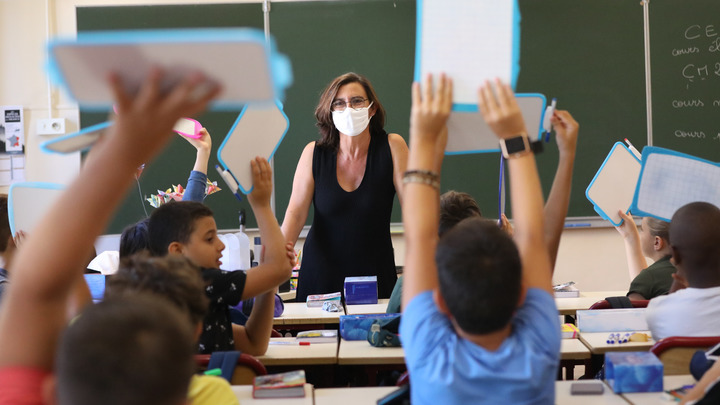 Учительница оконфузилась на Кто хочет стать миллионером?
