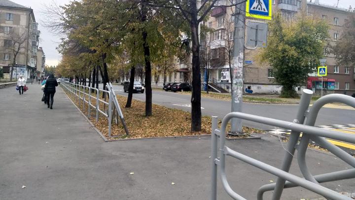 Урбанист доказал, что ограждения в Челябинске ставят не по ГОСТу