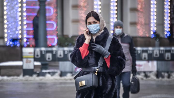 Число обследованных на COVID петербуржцев сократилось на 689 человек