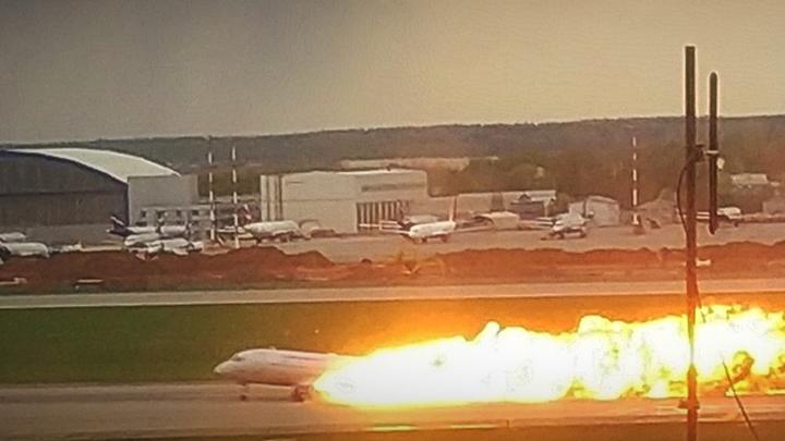 Открытые форточки не могли усилить горение SSJ-100 в Шереметьево - заслуженный пилот