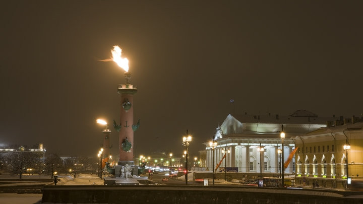 Салют и огни на ростральных колоннах: в Петербурге почтут память в день снятия блокады Ленинграда