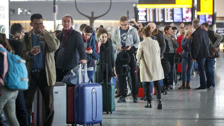 Транспорт парализован: В Великобритании случился коллапс из-за снегопада