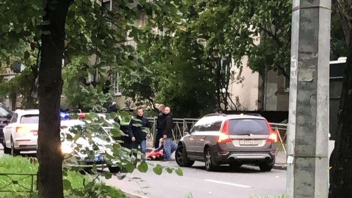Школьника на Костюшко сбила иномарка: ребёнок хотел срезать путь - Видео