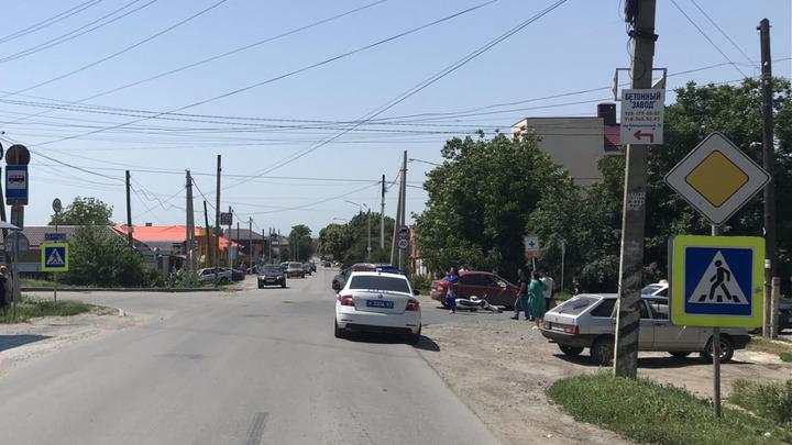 В Азовском районе легковушка сбила подростка, угнавшего мотоцикл у отца
