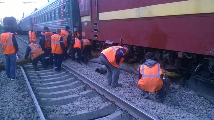 Появились первые фото столкновения поездов под Санкт-Петербургом