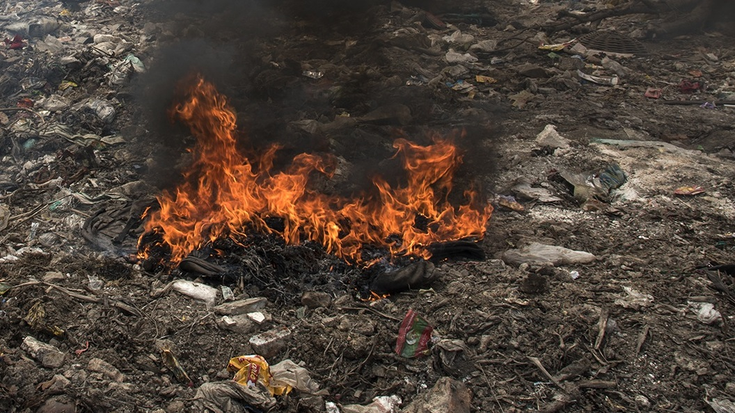 Насвалке вЮрмале вспыхнул пожар