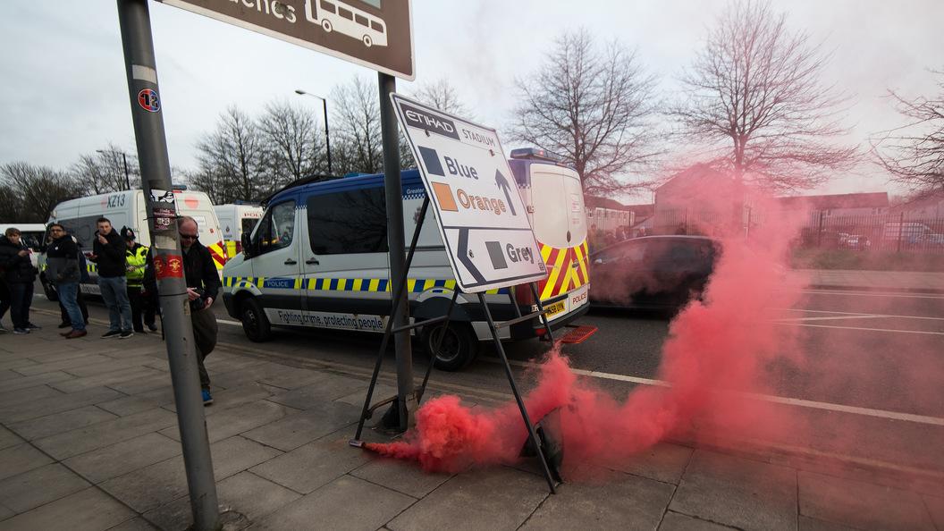 Британские иитальянские фанаты устроили беспорядки вЛиверпуле перед матчемЛЧ