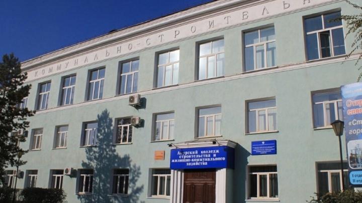 За подчинённого: В Благовещенске арестовали директора ЧОПа, сотрудник которого пустил стрелка в колледж