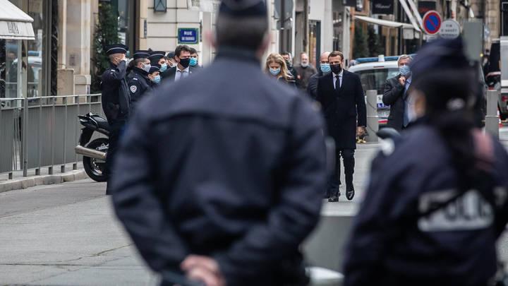 Во Франции пройдут массовые акции протеста после решения властей о закрытии храмов