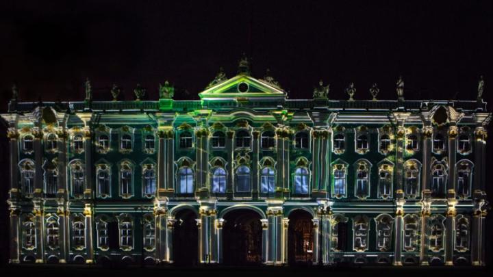 Эрмитаж ушел в онлайн: зрителей не пустят на грандиозное световое шоу на Дворцовой площади