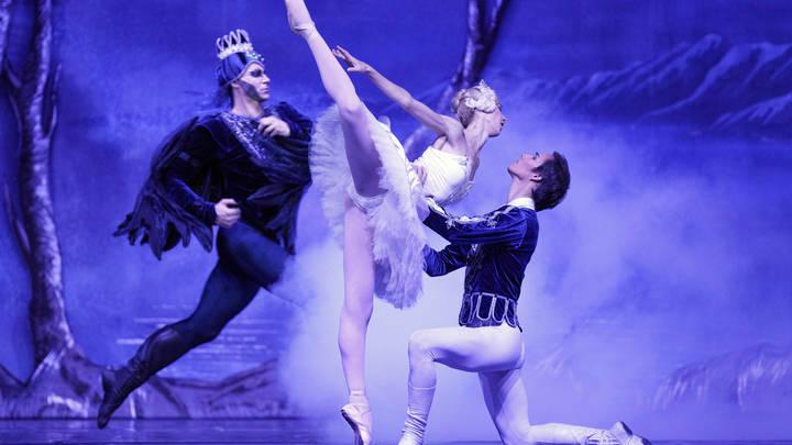 Оставили без сорока тысяч и умных часов: Интернет-мошенники обманули известную балерину